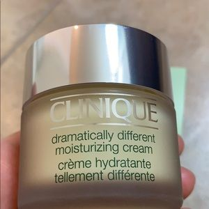 Clinique Other - Clinque Dramatically Different Cream